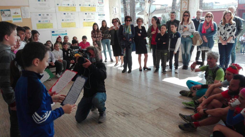 Un incontro pubblico con nelle scuole