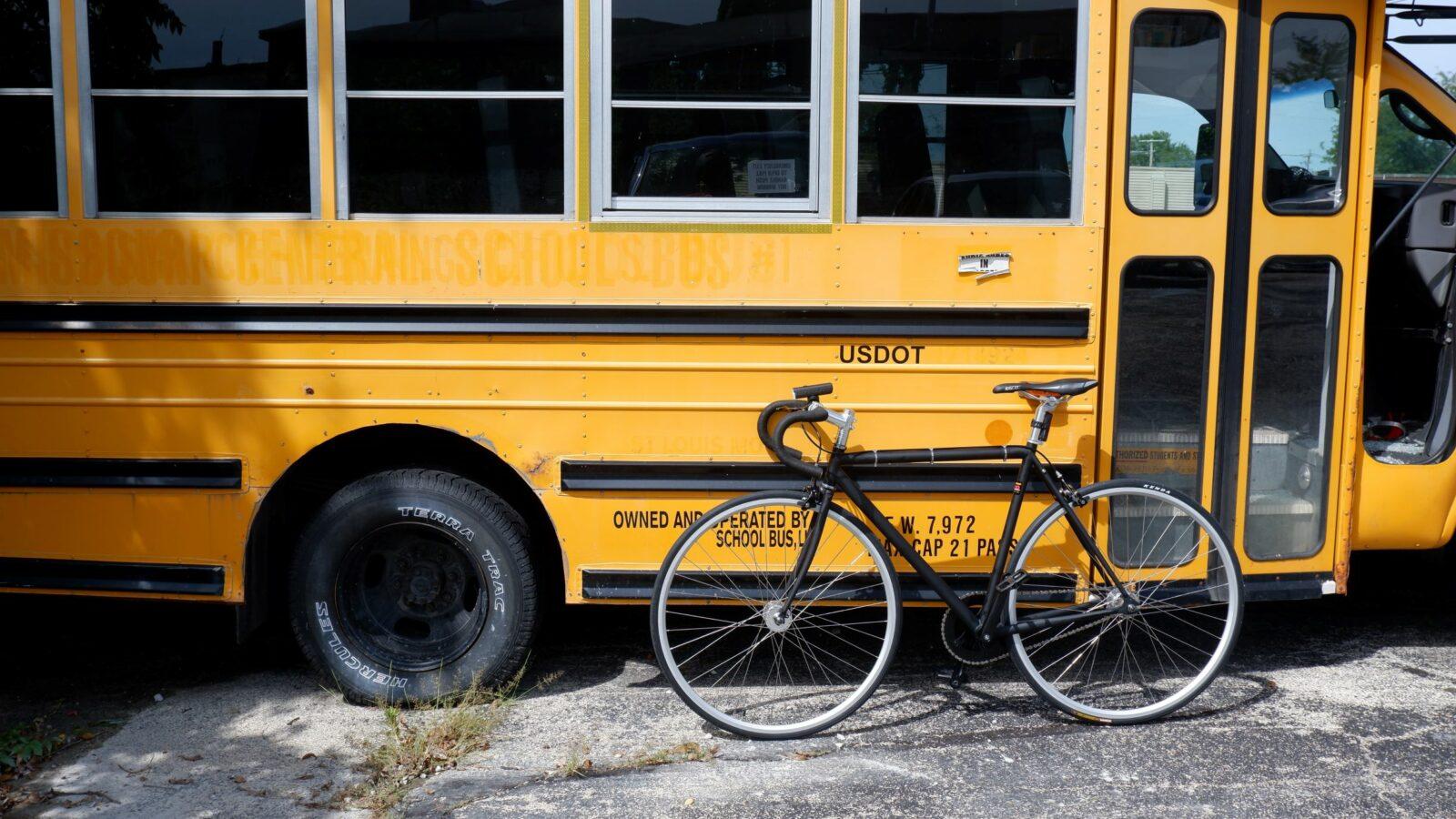 Bike to school e strade scolastiche, via le auto dalle scuole!